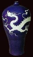 霁蓝釉白龙梅瓶-扬州博物馆